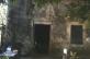 La cuisine pour les maîtres, est située dans un bâtiment séparé, à proximité de la maison principale. Elle contient une immense cheminée comprenant un espace réservé au boucanage (fumaison). De nombreux objets domestiques sont exposés.  Il existait aussi une cuisine pour les esclaves, mais celle-ci n'a pas été localisée.